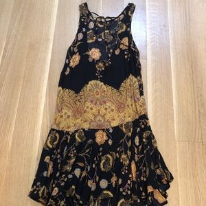Free People Dresses - Free People black and gold patterned dress size xs